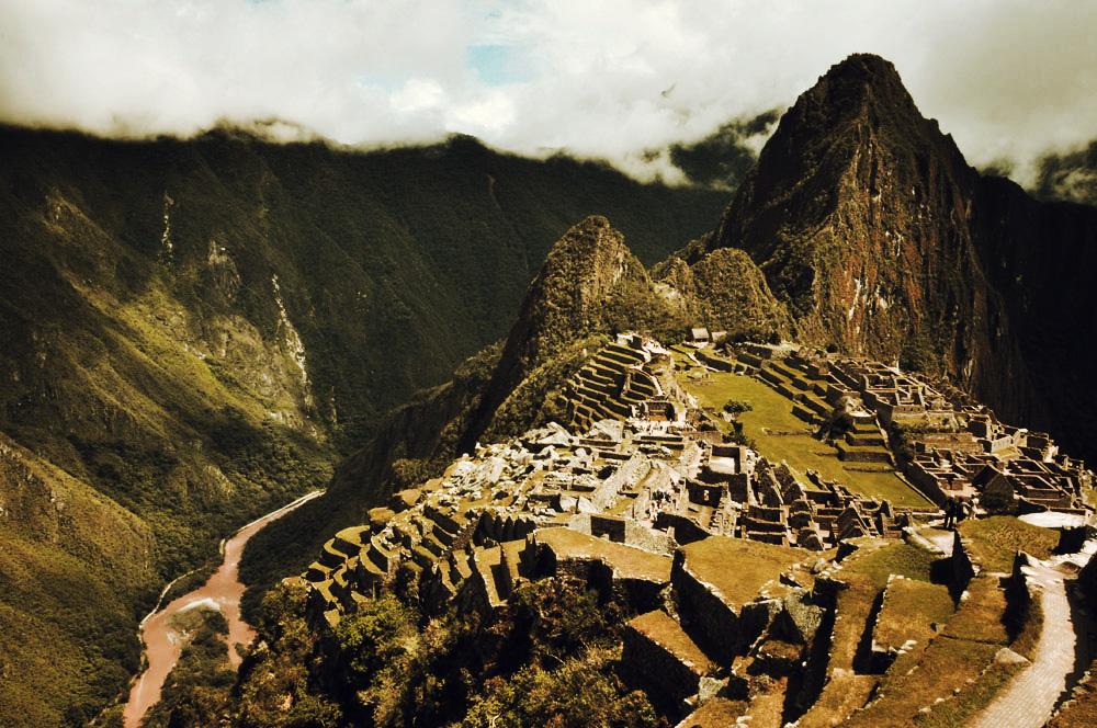 Machu Picchu, et rivière Urubamba, en bas en bas
