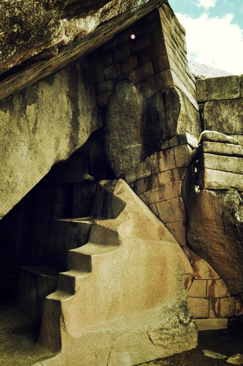 Machu Picchu, la grotte sous le temple du soleil