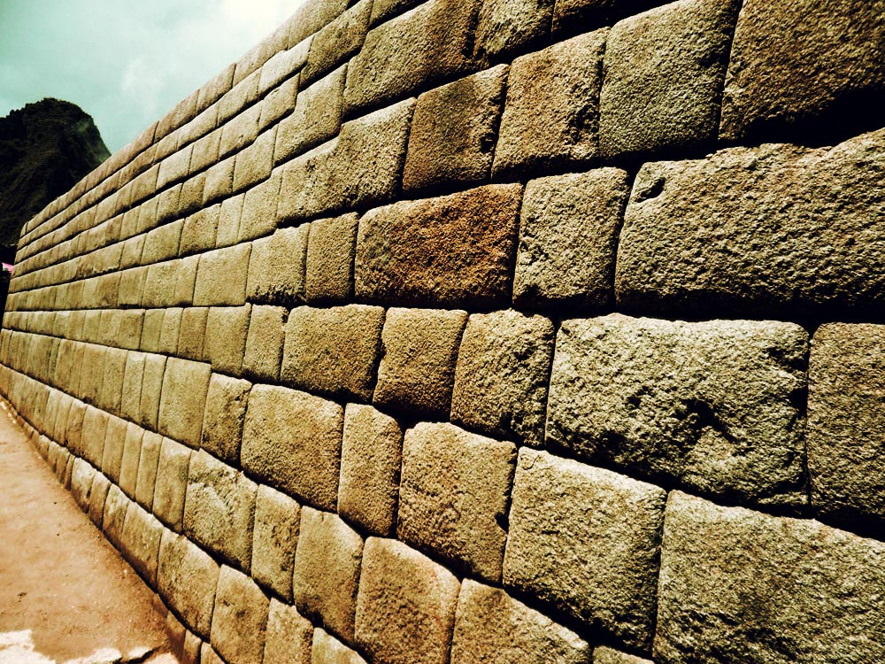Machu Picchu, notez la limite entre les finitions de taille des pierres