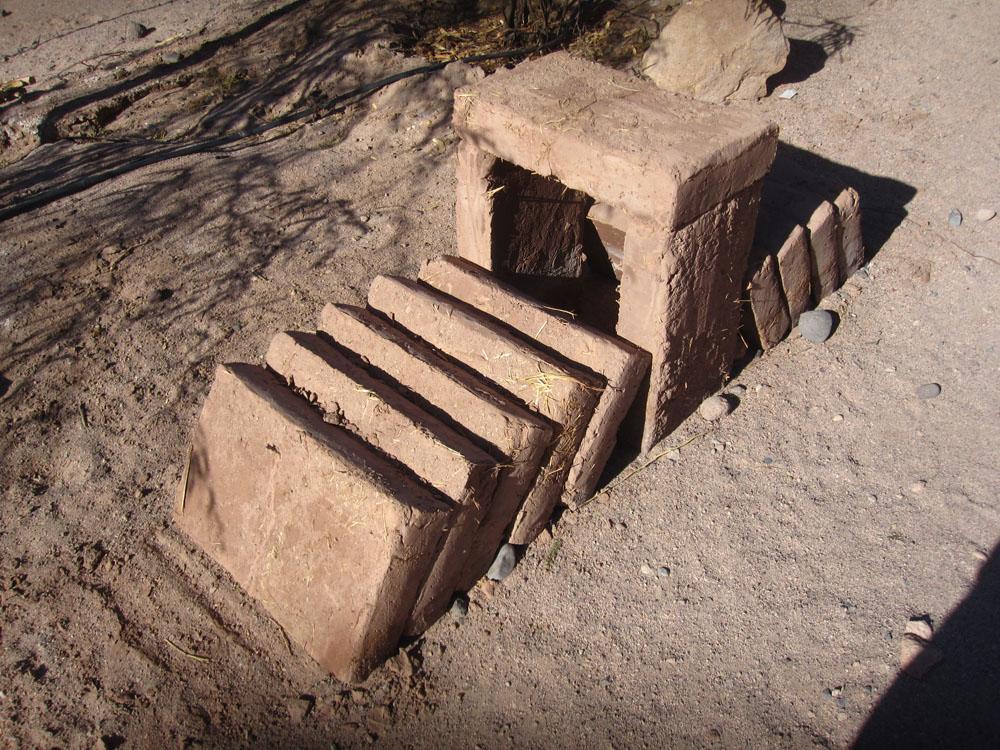 Des briques d'adobe