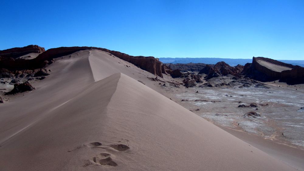 Jolie dune et amphithéâtre dans la vallée de la lune