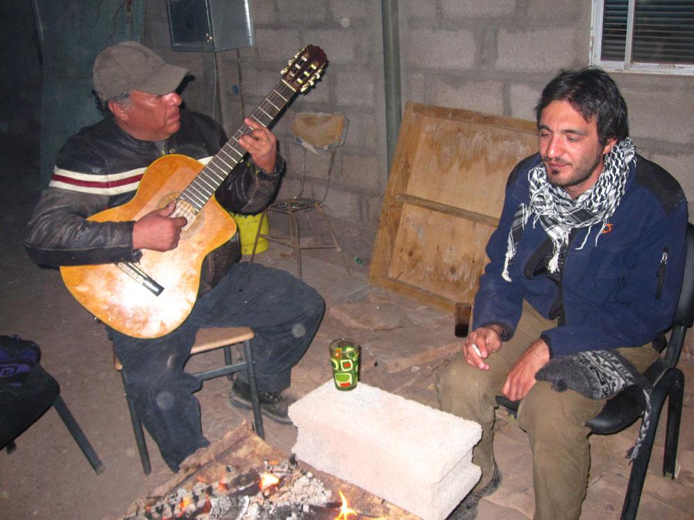 ...et Gustavo qui nous chante ses compos...