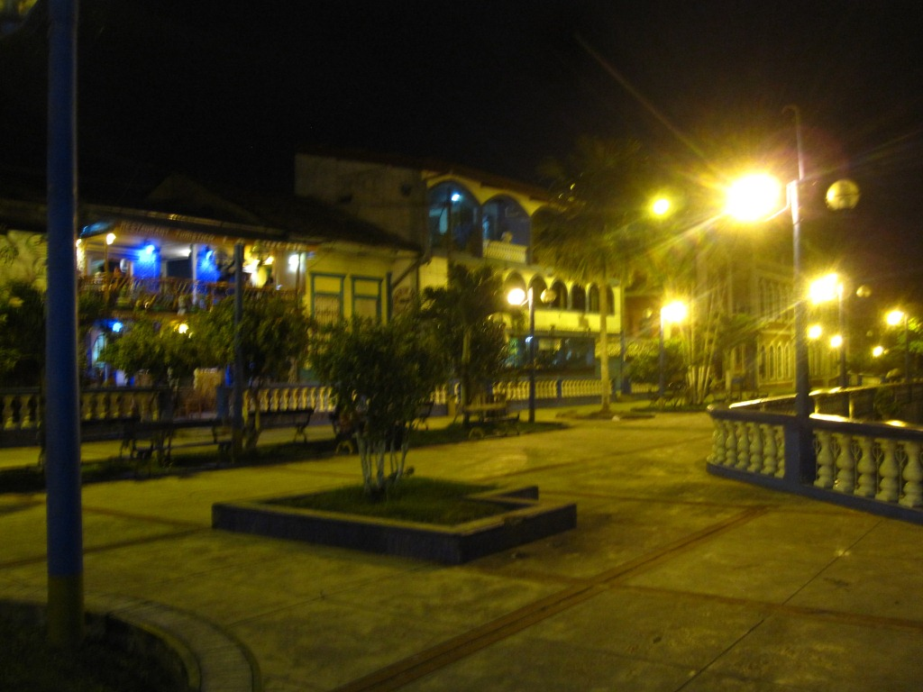 Le malecón by night