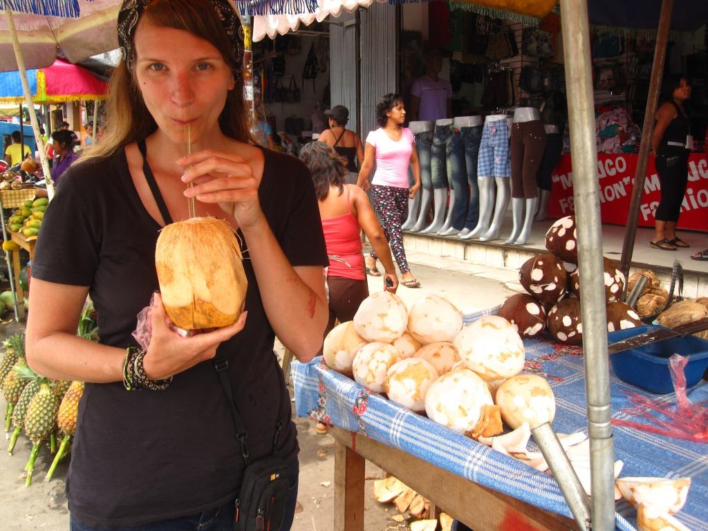 Eau de coco au marché de Belén