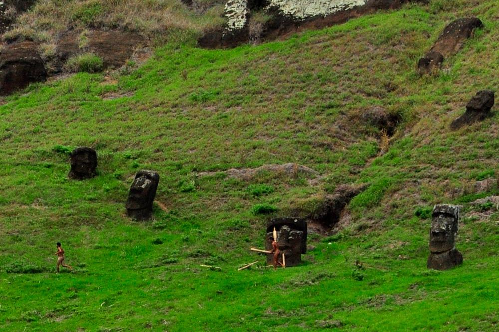 Tapati, triathlon, course en haut du cratère au milieu des Moaïs !