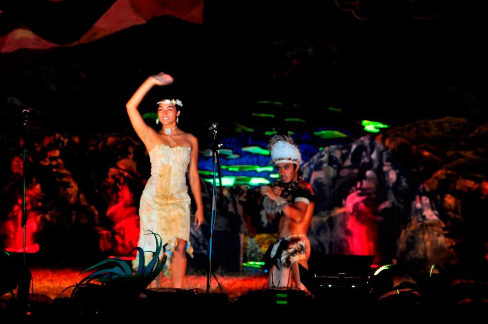 Tapati, présentation de la candidate Lili en robe de soirée