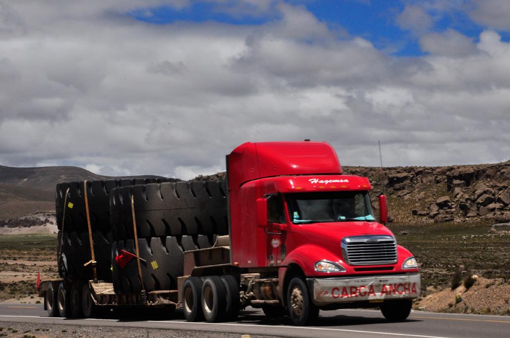 On croise des pneus géants dans les Andes