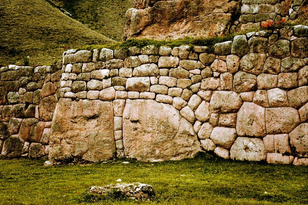 Puka Pukara, assemblage de pierres original
