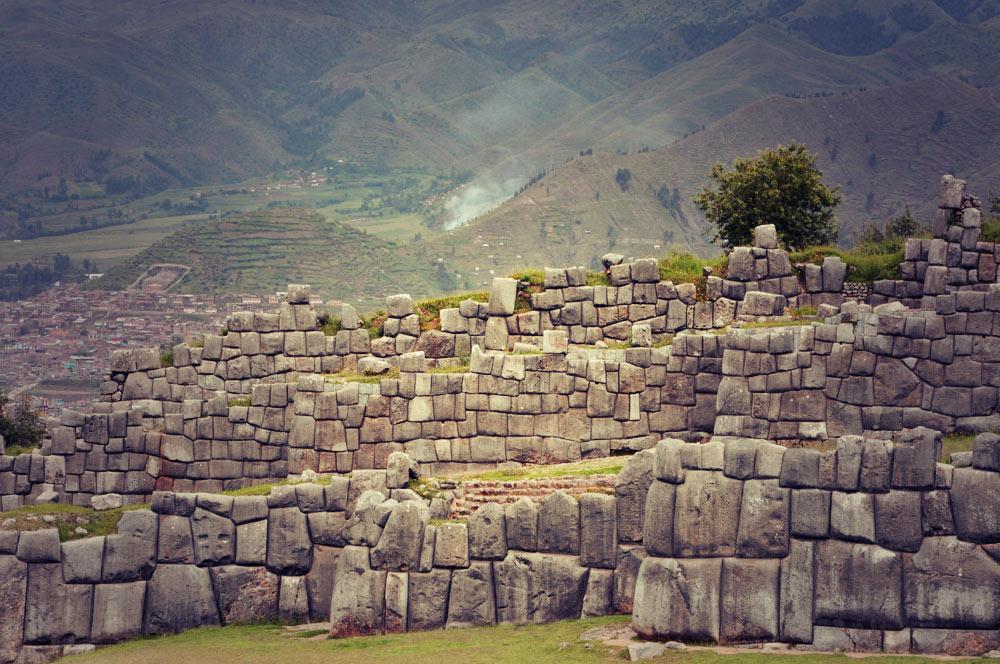 Le zig-zag de plus près, au loin, Cuzco
