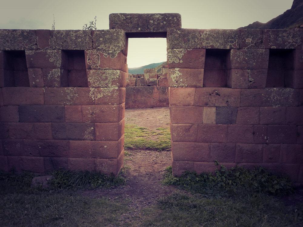 Portes et fenêtres trapézoïdales, architecture typique inca