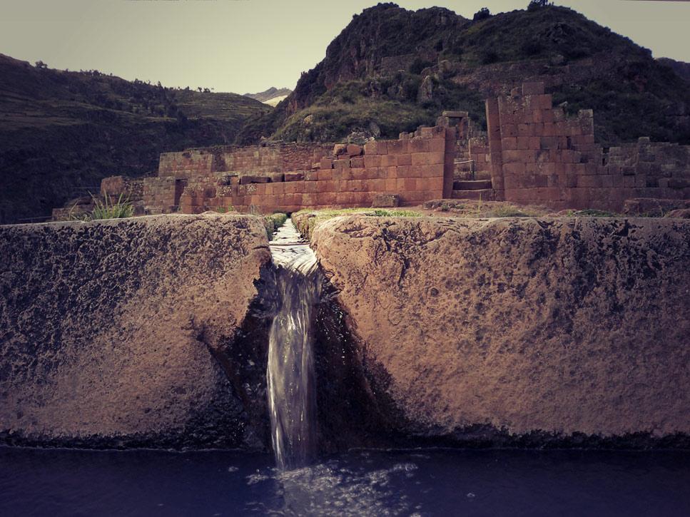 Fontaine dans le secteur religieux de l'Intihuatana