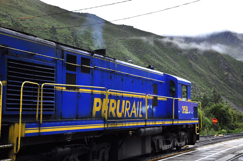 Le jour s'est levé, le train diesel est prêt au départ