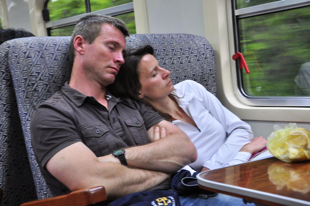 Alvi finit sa nuit dans le train
