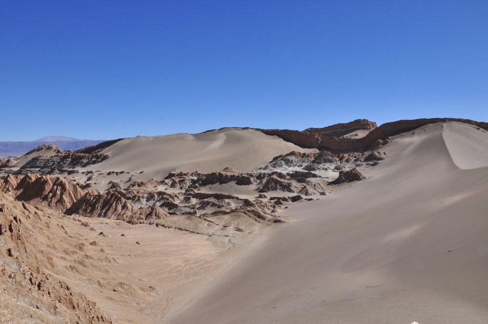 Jolie dune immaculée dans la vallée de la lune