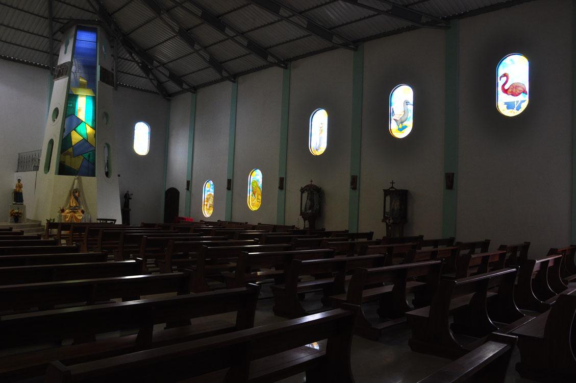 L'église de Puerto Villamil, avec des vitraux pittoresques