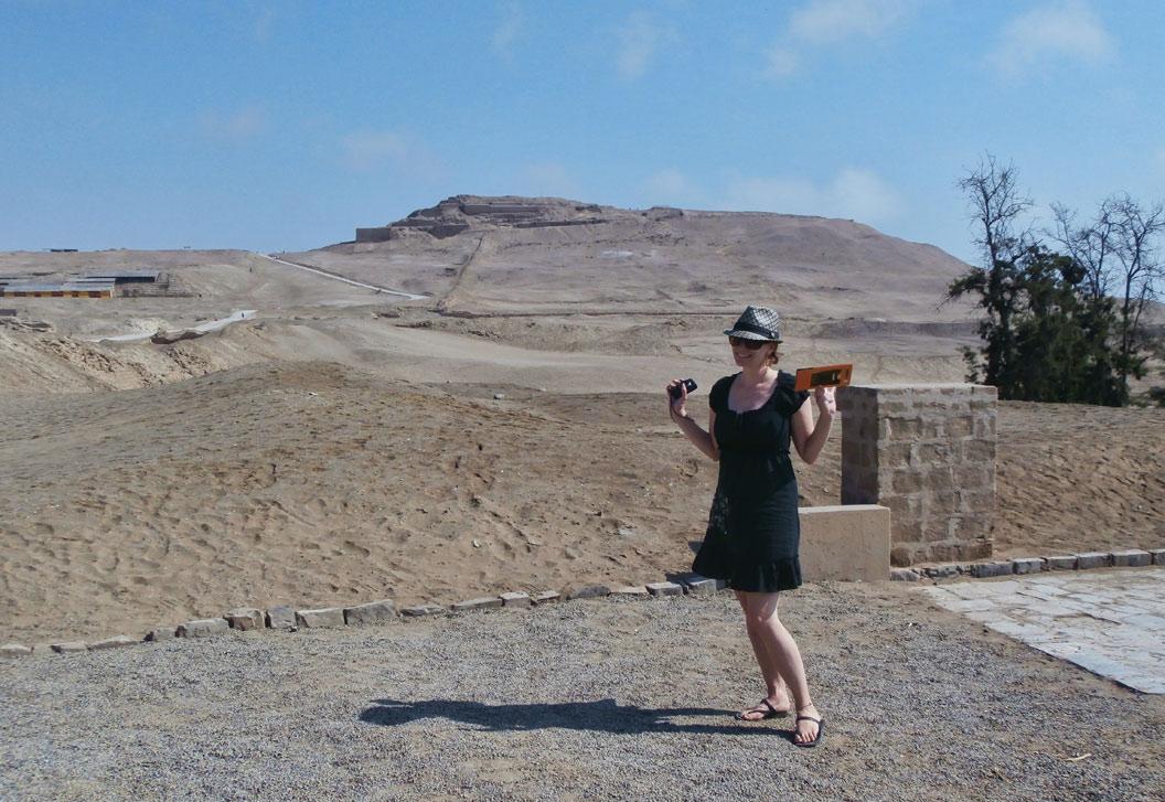 Le temple du soleil au loin (derrière la fille!)