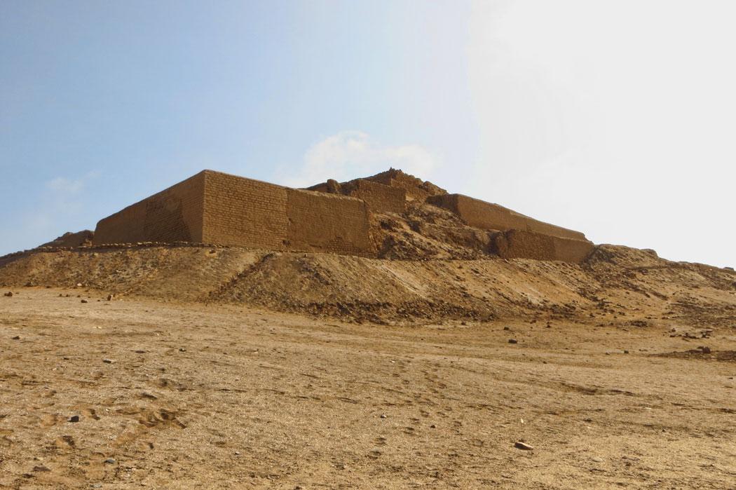 Le temple du soleil, au loin