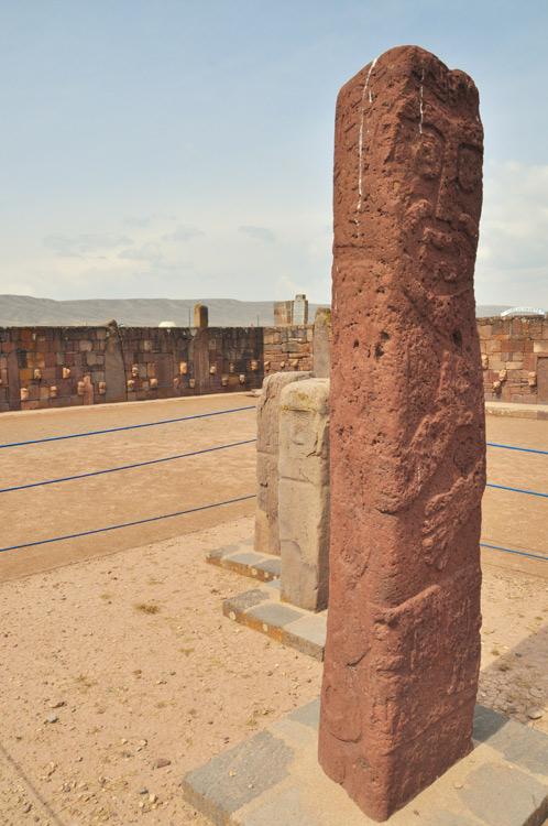 Un monolithe avec de la fiente