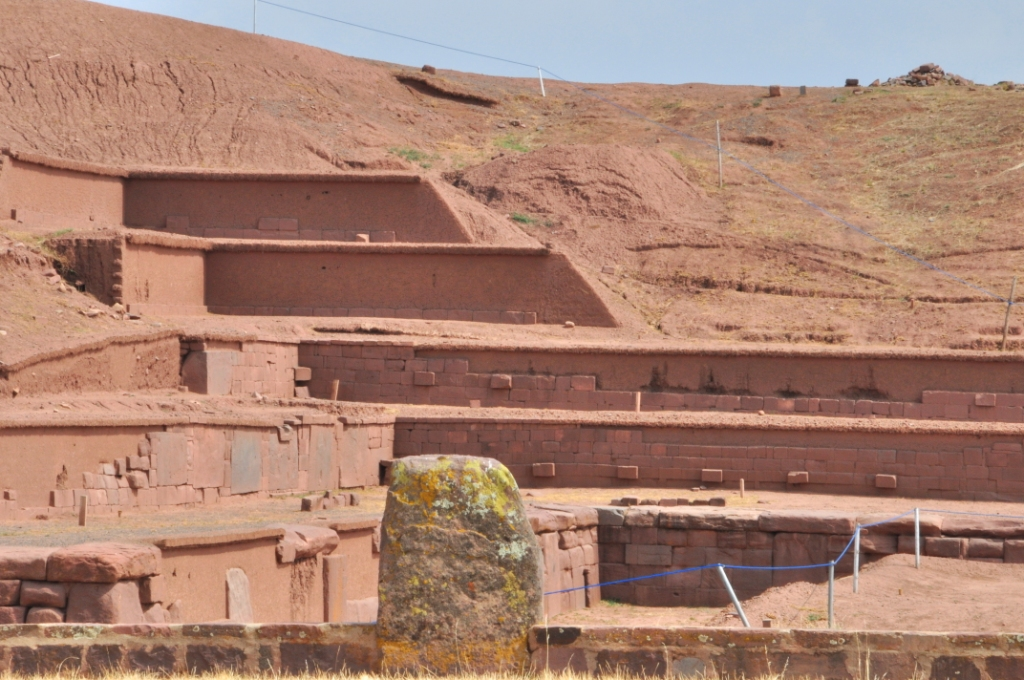 La pyramide Akapama depuis le temple de Kalassaya