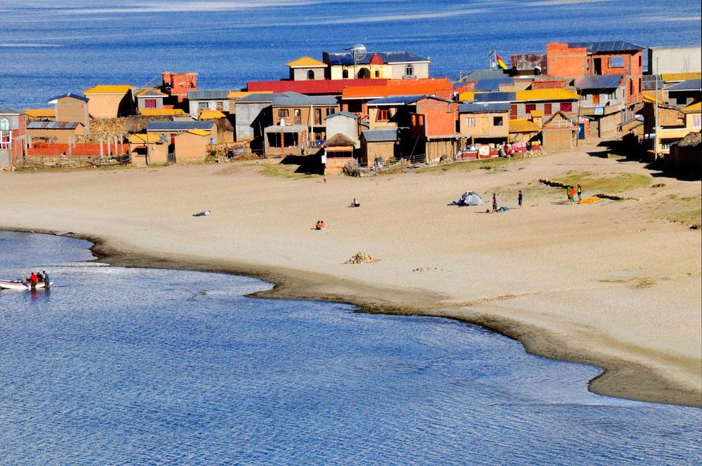 Isla del Sol, un village, une plage