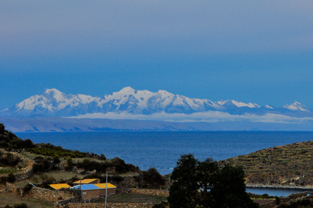 Vue sur le lac Titicaca depuis la Isla del Sol