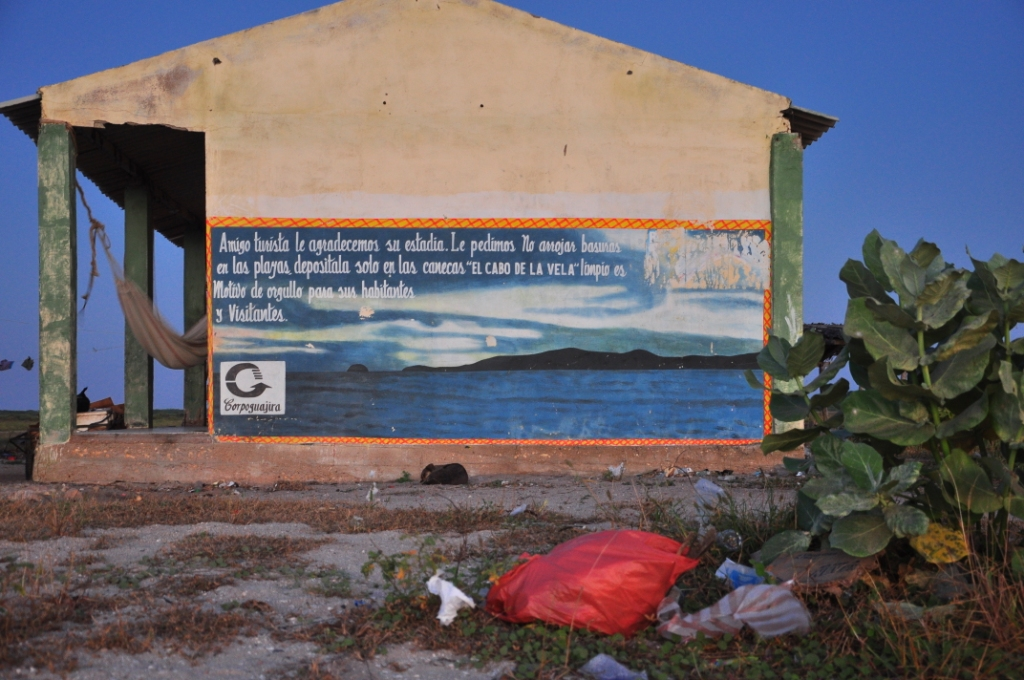 Cabo de la Vela, ami touriste, ne laissez pas vos ordures sur la plage - sans commentaire