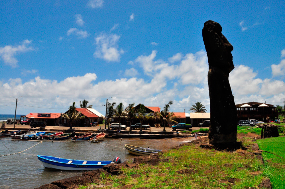 Ahu Tautira, le Moaï au coeur du village d'Hanga Roa