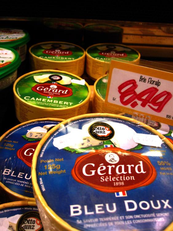 """Au centre commercial, on peut trouver des fromages forts de la marque """"Gérard""""... à prix déraisonnable!"""