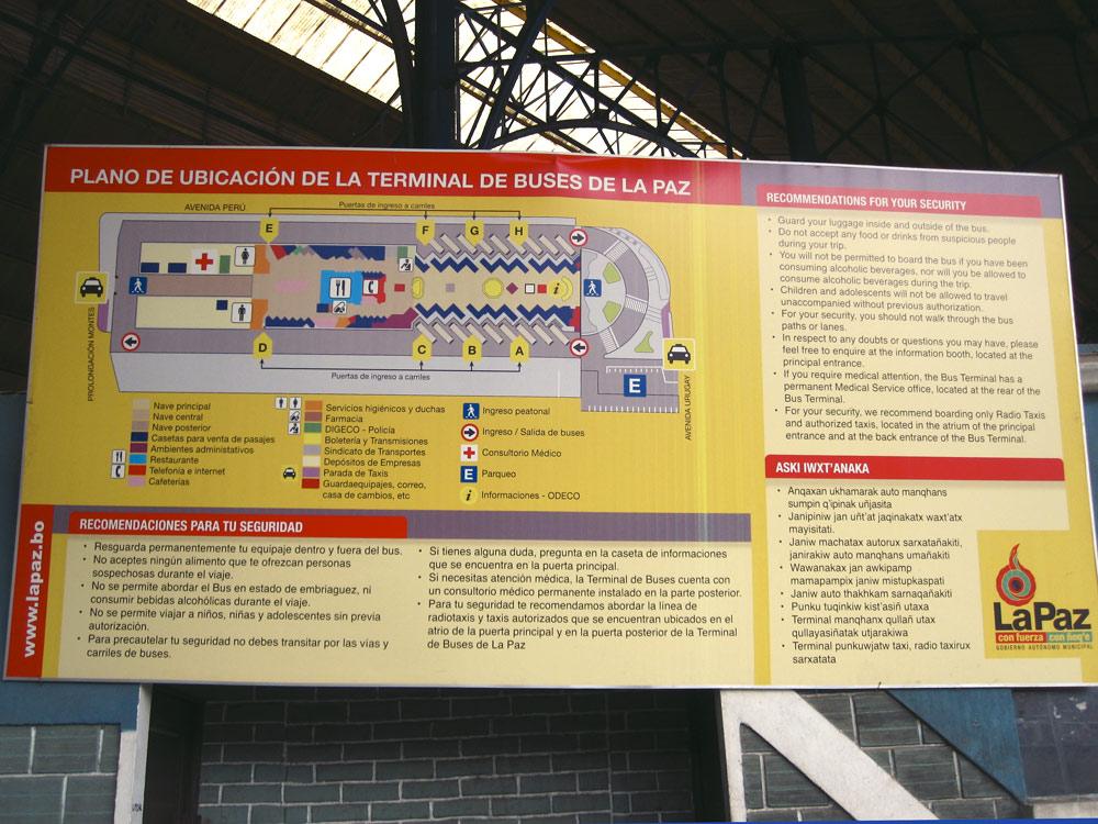 Au terminal de bus de La Paz, en espagnol et quechua