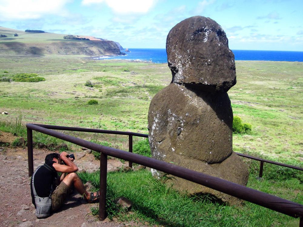 La cantera, carrière de Moaïs au volcan Rano Raraku, l'unique Moaï barbu agenouillé