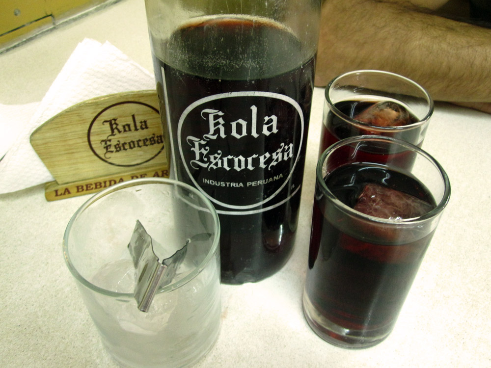 Le Kola Escocesa... goût d'un coca, avec de la grenadine... trés bof!