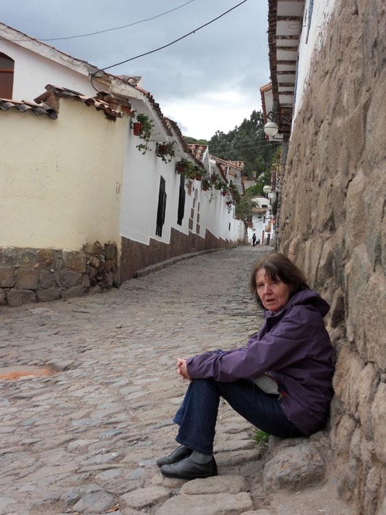 Françoise dans une ruelle du quartier San Blas
