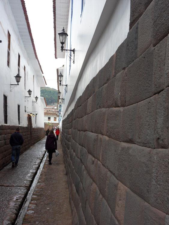 Ruelle de Cuzco avec soubassement incas (encore!)