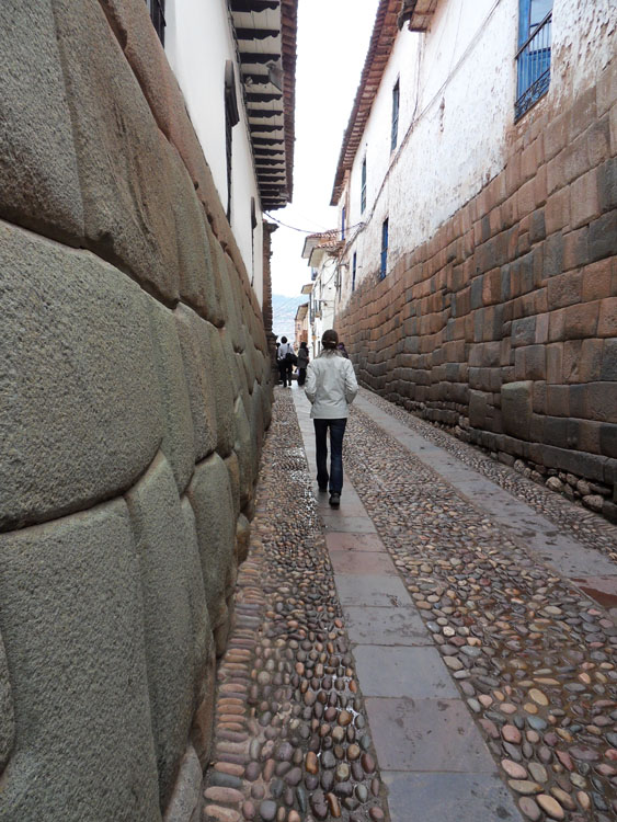Ruelle de Cuzco avec soubassement incas