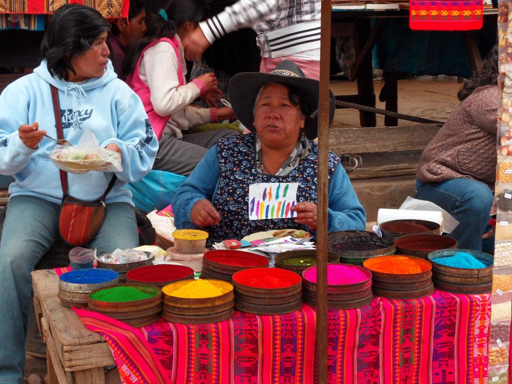 Pisac, marché d'artisanat coloré