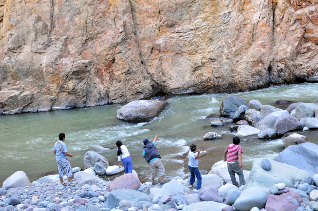 Le rio Colca, au fond