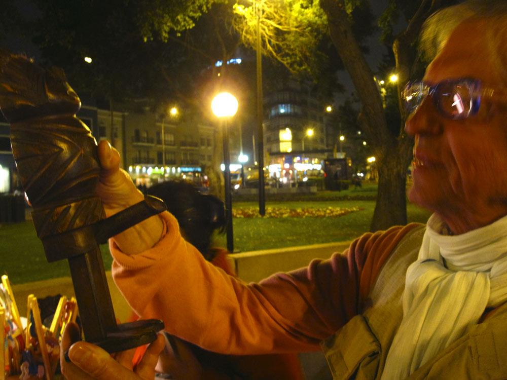 Michel contemple l'art péruvien, Miraflores, Lima