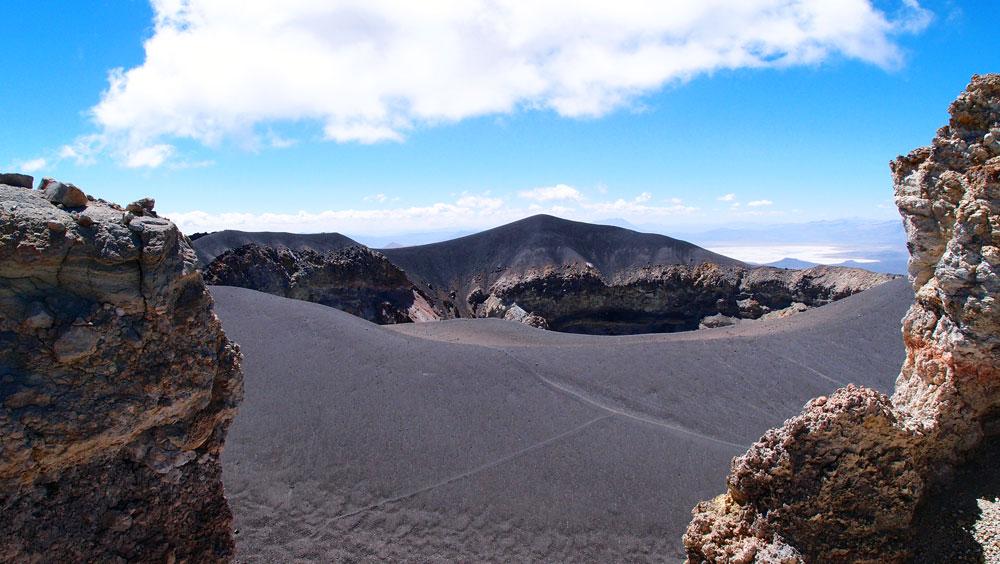 2ème jour, on aperçoit le haut du cratère