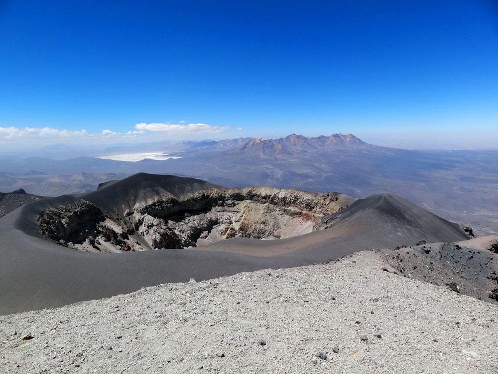 Le cratère vu du sommet